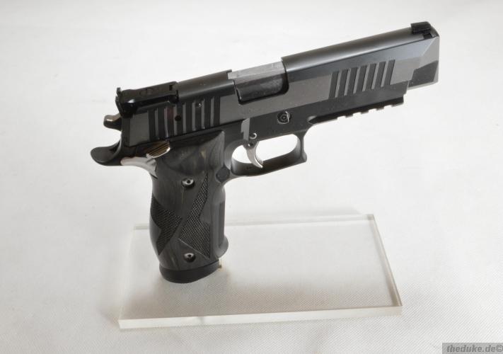 Sig Sauer P 226 X Five Black & White